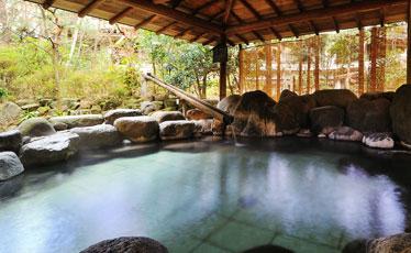写真:「殿の湯」 露天風呂