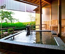 写真:露天風呂付和室