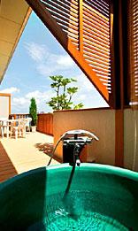 写真:露天風呂付和洋室