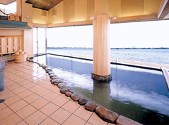 写真:眺望大浴場「湖望の湯」