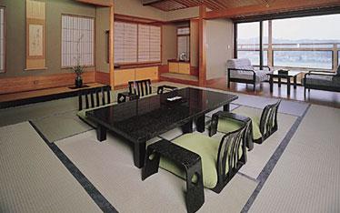 写真:飛翔の館信楽焼露天風呂付客室