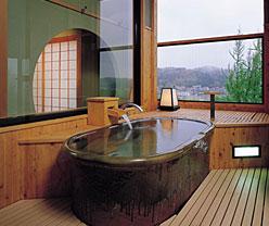 写真:光琳の館310号室信楽焼露天風呂
