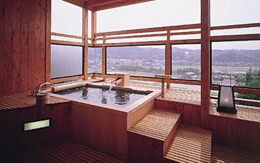 写真:光琳の館410号室信楽焼露天風呂