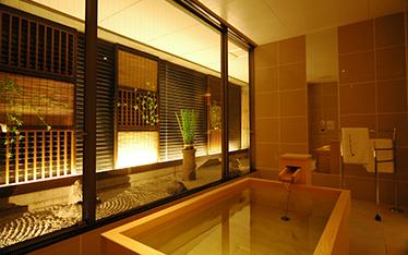 写真:炭酸泉の出る高野槇風呂
