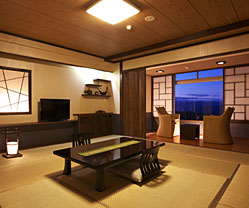 写真:谷川岳を一望の新和モダン「665」