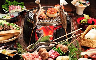 写真:炭火山里料理(いろり献残焼)