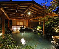 写真:庭園露天風呂「たまゆらの湯」