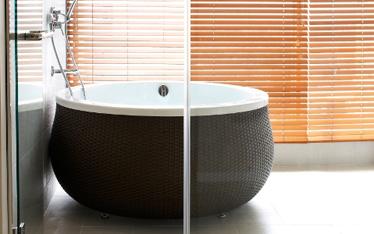 写真:本館特別室 源泉かけ流し室内風呂