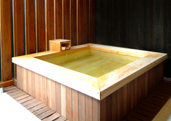 写真:リビング付き和室:露天風呂
