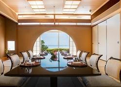 琵琶湖ホテル:ボードウォークと山野草