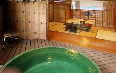 写真:露天風呂付客室「桔梗(ききょう)」