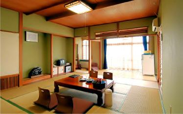 写真:一般客室|本館6階(15畳)