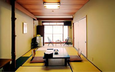 写真:一般客室|本館5階(8畳)