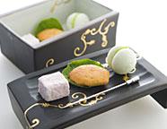 写真:富岳群青オリジナル小菓子