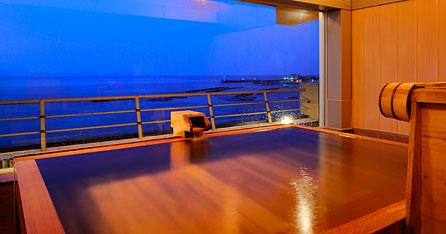 写真:貸切展望檜風呂「雲海」