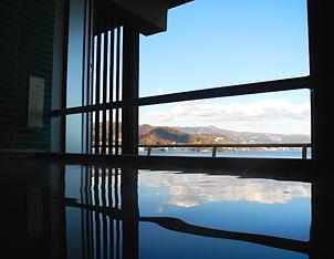 写真:貸切展望檜風呂「望洋」