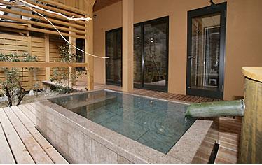 写真:別邸六花|和洋室露天風呂付き「れんぎょう」|露天風呂