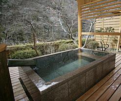 写真:別邸六花|和洋室露天風呂付き「もくれん」|露天風呂