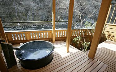 写真:別邸六花|和室露天風呂付き「すおう」|露天風呂
