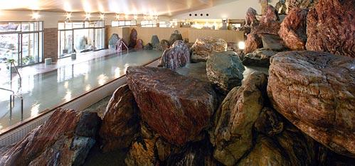 写真:立山連峰パノラマ大浴殿