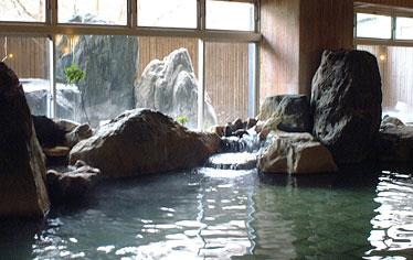 写真:女性岩風呂大浴場