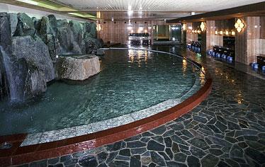 写真:男性岩風呂大浴場