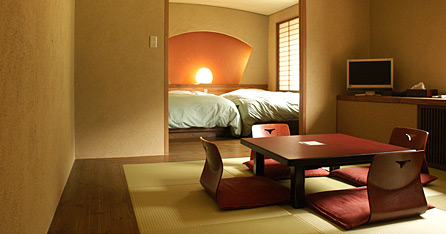 写真:和モダンルーム:ベットルーム(セミダブル2台)+和室6畳