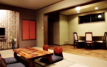 写真:別棟和モダン:12畳和室、6畳カウンター