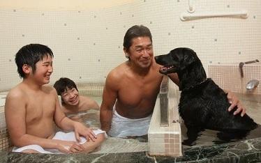 写真:わんちゃんと入れる貸切風呂