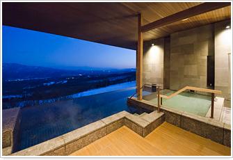 写真:<PREMIUM棟>3階客室露天風呂より