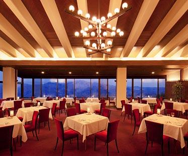 写真:赤倉観光ホテルの伝統の味を守り続ける気品あるレストラン