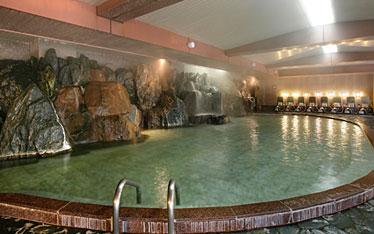 写真:女の湯歩道 岩風呂大浴場