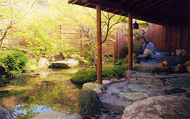 写真:式部の湯 岩風呂