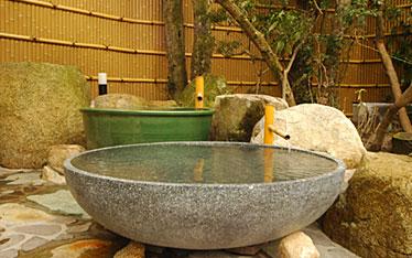 写真:式部の湯 陶器風呂