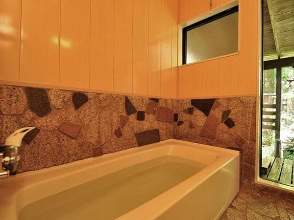 写真:【露天風呂付離れ(棟割)】和室8畳+洋室6畳+露天風呂