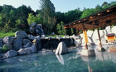 写真: 天然温泉露天風呂「朝妻の湯」