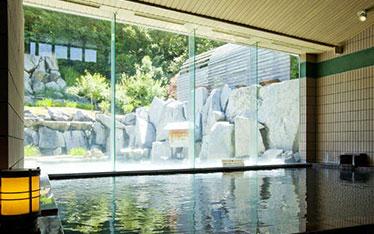 写真: 天然温泉露天風呂「朝妻の湯」大浴場