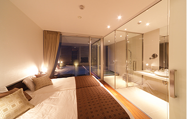 写真:【1F】源泉かけ流し露天風呂、内湯、お食事専用ダイニングルーム、ベッドルーム