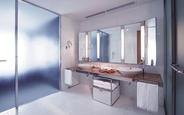 写真:スウィートルームバスルーム