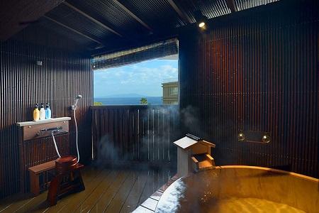 写真:海の見える源泉露天風呂付客室