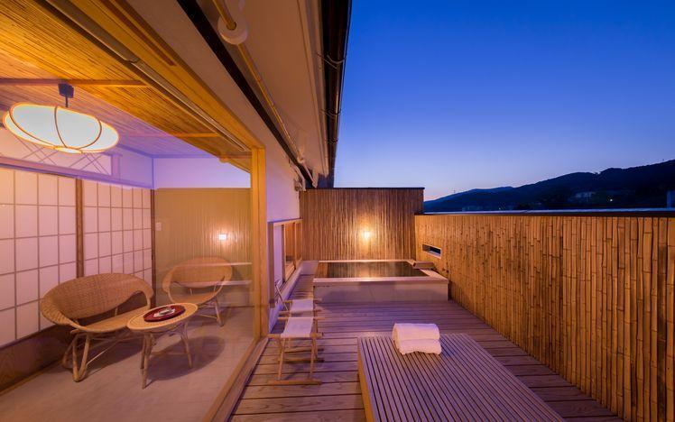 写真:露天風呂付みやび館