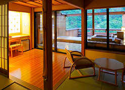 写真:露天風呂付き客室(13.5畳/11.5畳)