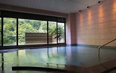 写真:上質な温泉に抱かれる大浴場