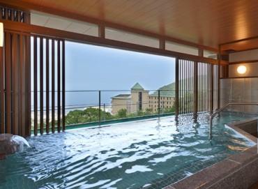 写真:大浴場(半露天風呂)