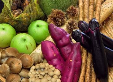 山の幸と地元の新鮮野菜
