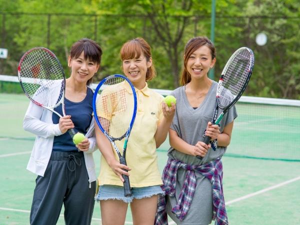 テニスコート(全天候型、オムニコート2面)も完備!※予約制