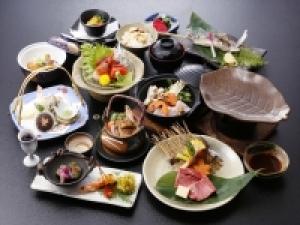 【秋こだわりグルメプラン】~ 花会席 ~ 「飛騨牛」「松茸」「地鶏と旬茸」など秋の味覚を豪華に13品