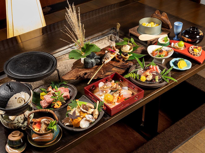 【囲炉裏秋グルメプラン】~ 炉会席 ~ 「飛騨牛三種」「松茸」「囲炉裏料理」などを贅沢に味わえる