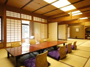 【早割・本館客室】28日前迄で大部屋等のお部屋が8,800円~!お料理は舟盛や蟹などから選べます♪