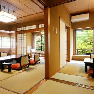 本館・鳳凰殿特別室:和室14.5畳+次の間8畳+控えの間6.5畳